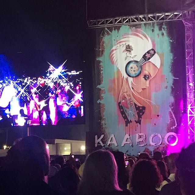 So much great artists at @kaaboodelmar every year! This is the artwork of @caiakoopman framing the sides of one of the stages. This is also a mural she was working on throughout the weekend. . . . #artwork #southerncalifornia #festival #festivalart #musicfestival #kaaboo #kaaboodelmar #californiaadventure #caliart #adventure #traveler #artsagram