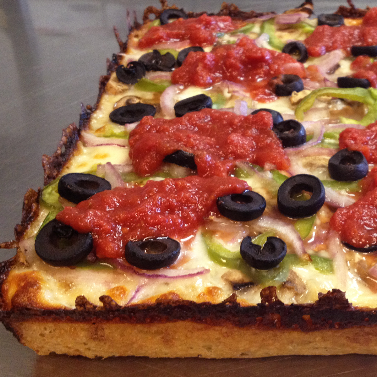 detroit-style-pizza-product3.jpg