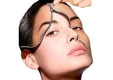 - MICRODERMOABRASIONEs un tratamiento clínico no quirúrgico que promueve la regeneración celular de la piel y que resulta muy útil para casos de imperfecciones en la piel, como acné, estrías, arrugas, vasos capilares, poros dilatados y manchas de pigmentación, entre otros.