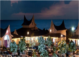 PAPAGAYO BEACH PLAZA   A luxurious mix of high-end fashion shops for men and women, fine dining restaurants and upscale bars, alongside an Italian ice-cream parlour, a classy casino, and a spa - all made even more special by the beautiful ocean views.