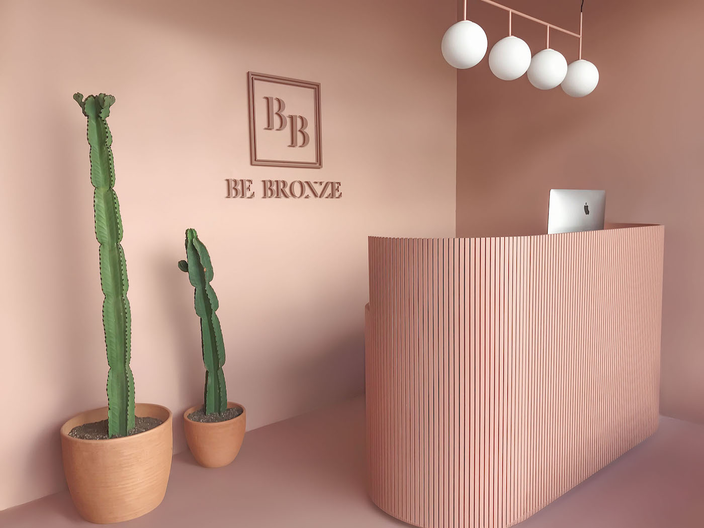 Front desk at Be Bronze Studio