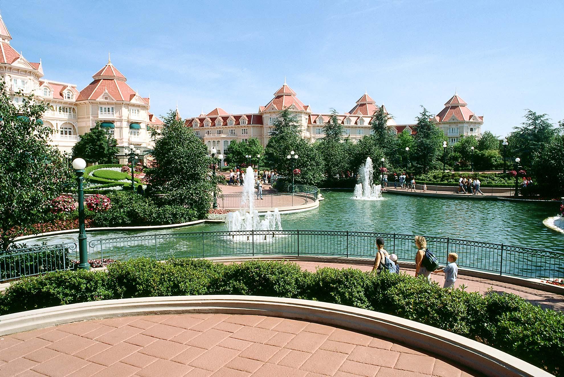 RH_07_Disneyland_Paris_Hotel_4.jpg