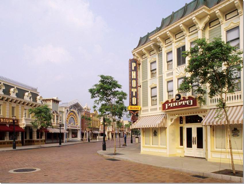 TP_55_HKDL Main Street 2 copy.jpg