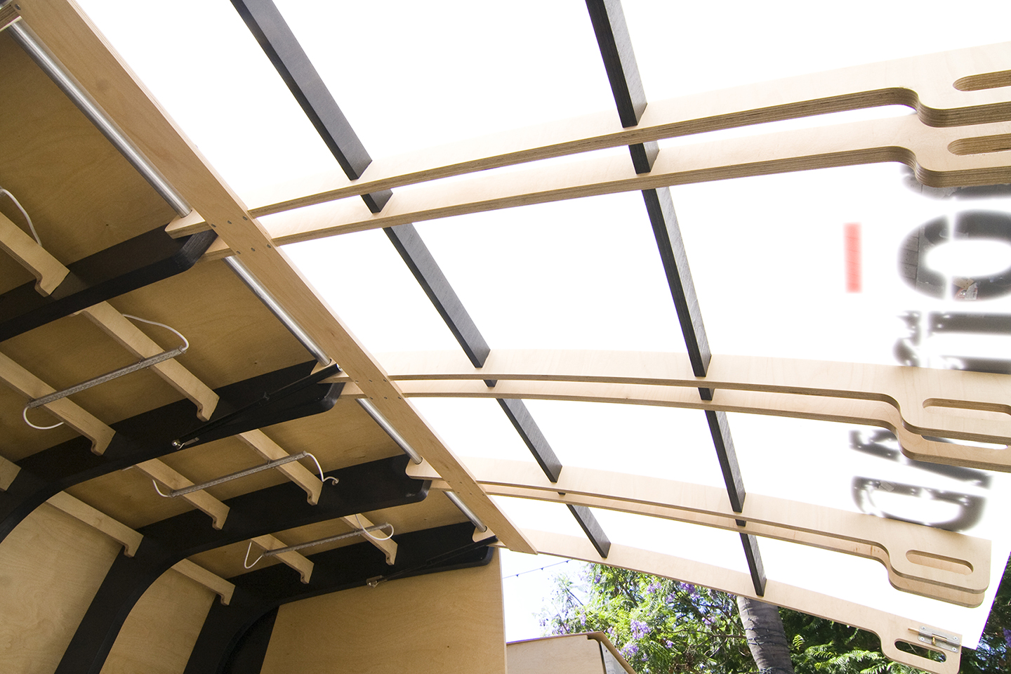 Acting as both a sun shade and light diffuser, the top lifts well above head height on a hydraulic arm.