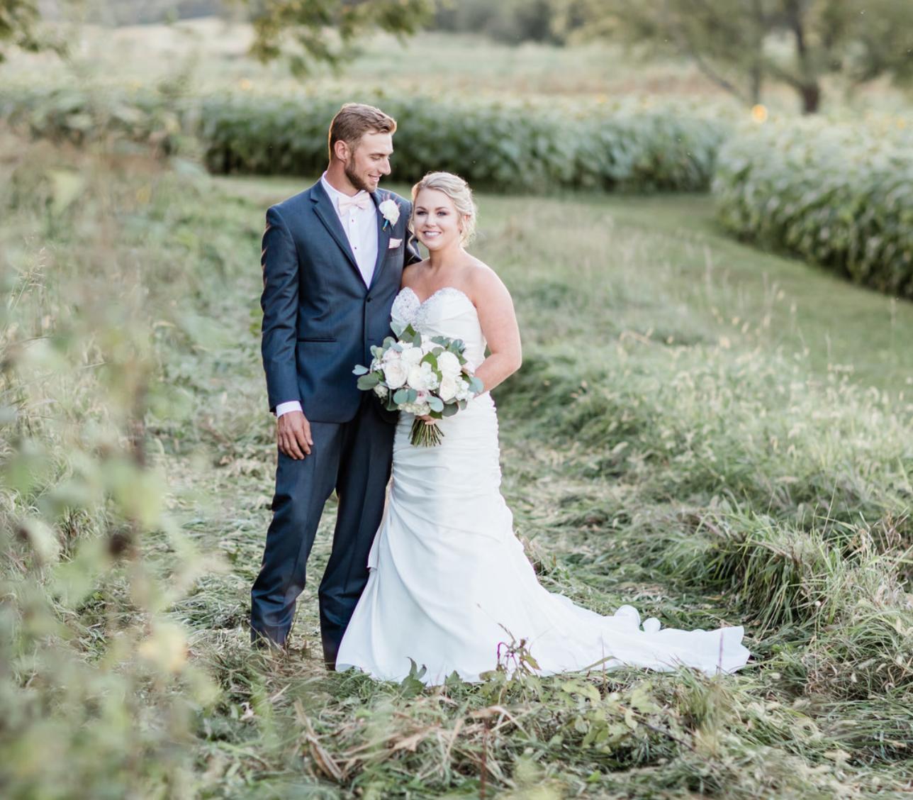 Trends Magazine   Elegant Kansas Sunflower Wedding