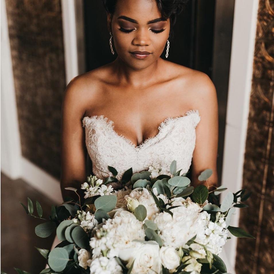 Wedding Chicks   How to Rock An All White Bouquet Like Katherine Schwarzenegger