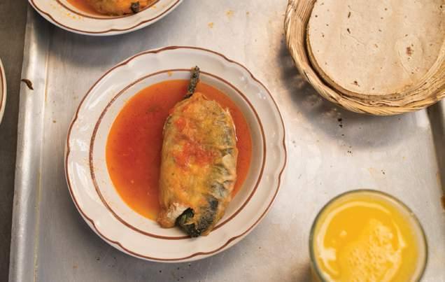 fonda-margarita-desayuno-chile-relleno-cdmx-foodie