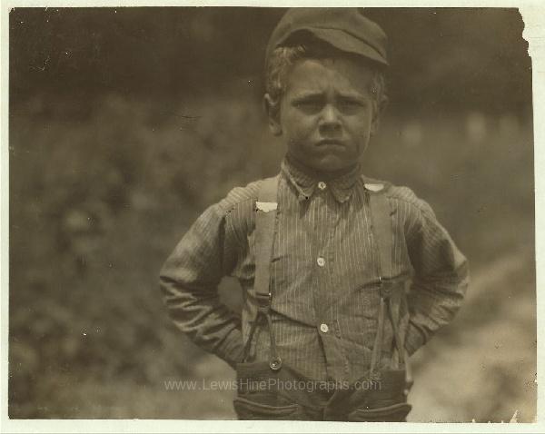 """""""Nunca descanso."""" Esa es la actitud que Henry, 6 años, trabajador del betabel adopta ante la vida. Una granja en Wisconsin, julio, 1915."""