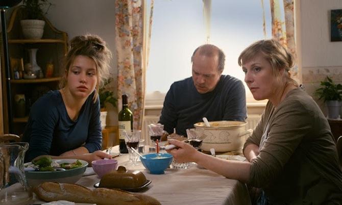 la-vida-de-adele-comiendo_en_familia.jpg