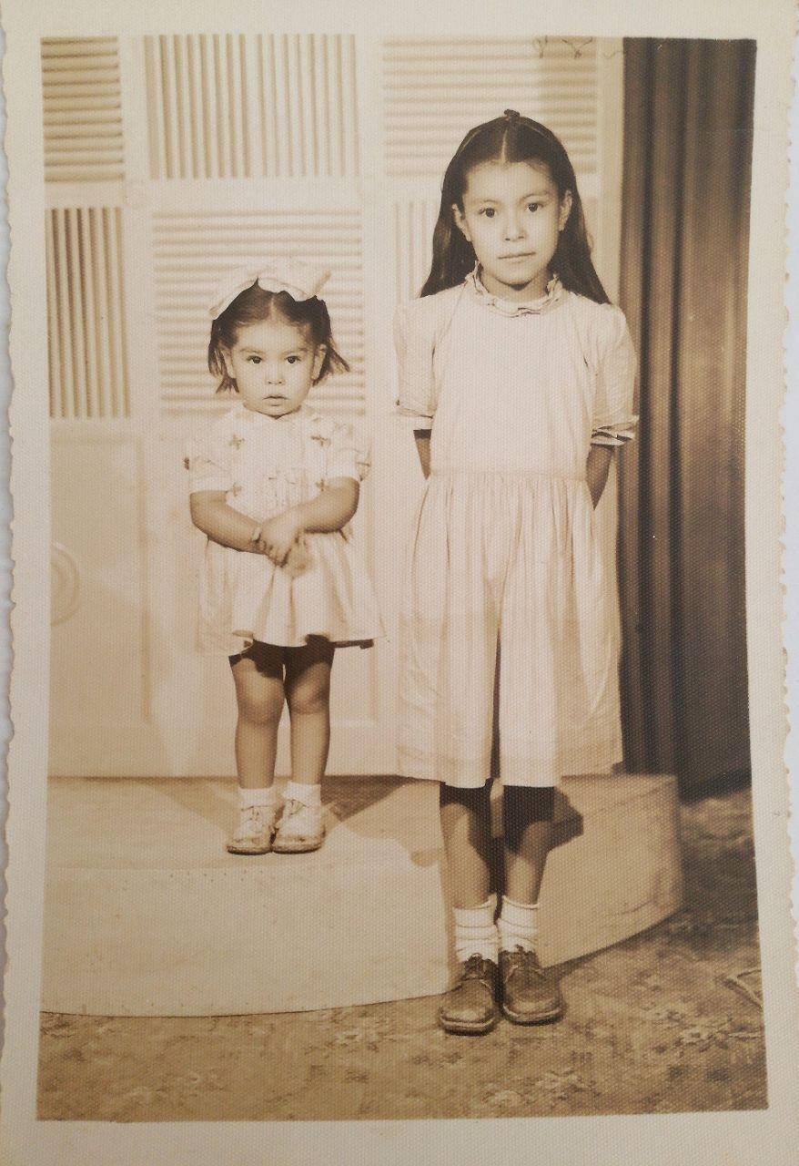 Emma, a la derecha, en 1944