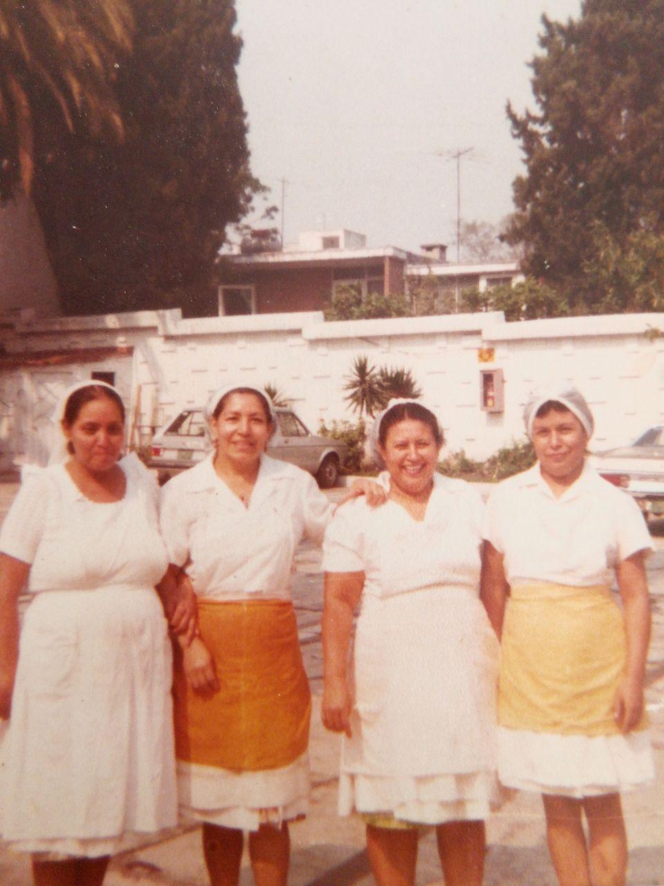 Emma, la primera a la derecha, cuando trabajaba en Las Chalupas