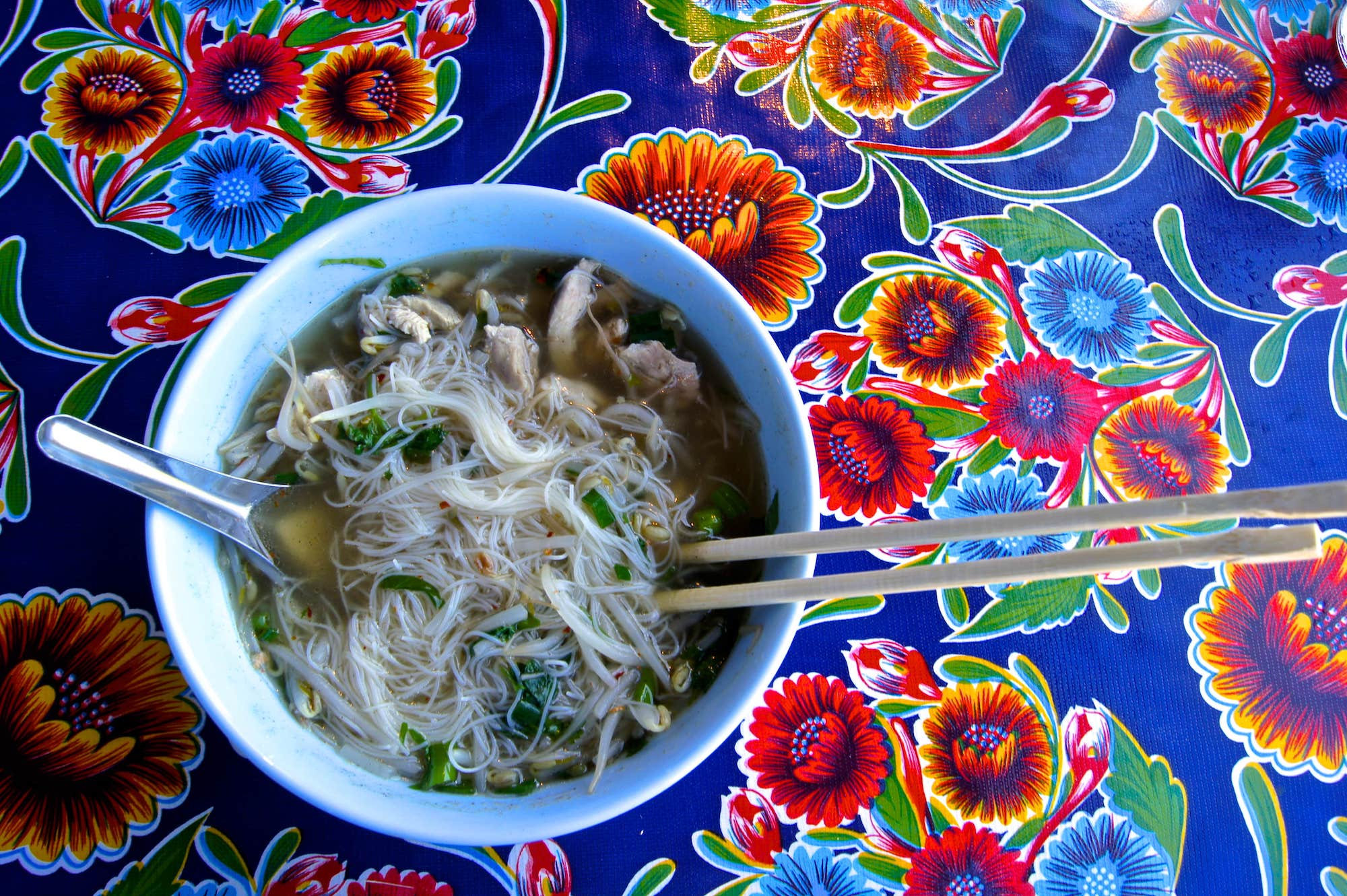 kuaytiaw naam kai thai chicken noodle soup