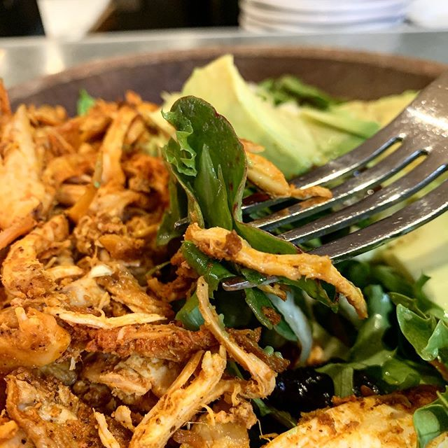 Ensalada de Primavera with Roasted Chicken. Amazing! #fourthstreetshops #salads #chicken #chickensalads #avocado #berkeleybars #tacubayataqueria #bayarea