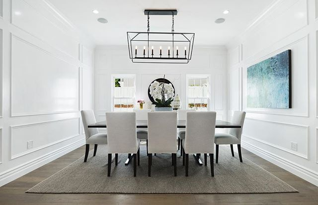 Elegant dining room perfect for family  get-togethers! • $3,899,999 10049 Toluca Lake Ave. Toluca Lake 5 Beds | 7 Baths | 5,265 Sqft | 9,945 Sqft Lot
