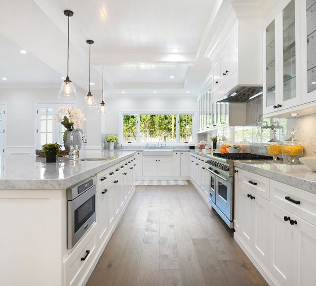 This upcoming listing has all the kitchen essentials that include Viking appliances and custom cabinetry • $3,899,999 10049 Toluca Lake Ave, Toluca Lake 5 Beds | 7 Baths | 5,265 Sqft | 9,945 Sqft Lot