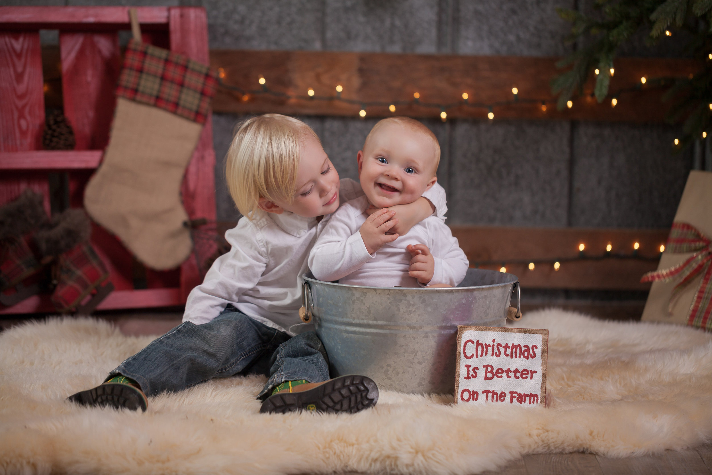Preview of the Christmas mini photoshoots that we will host in the Pavilion Barn at Rolling Hills 11/5 and 11/12 with  Jamie Lynn Photography