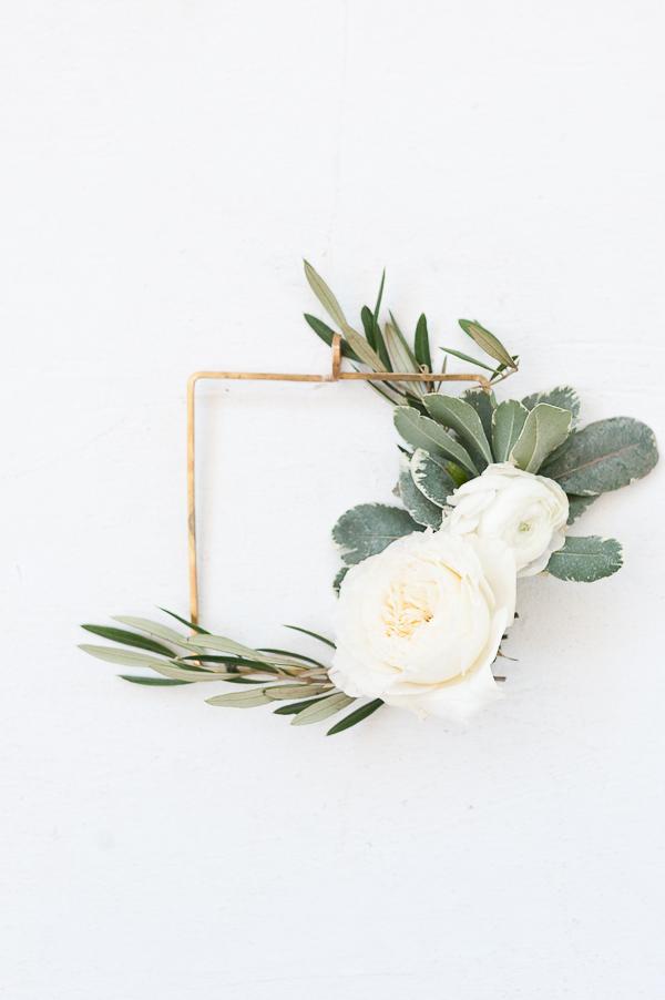 small-modern-holiday-wreath-gold-geometric-3.jpg