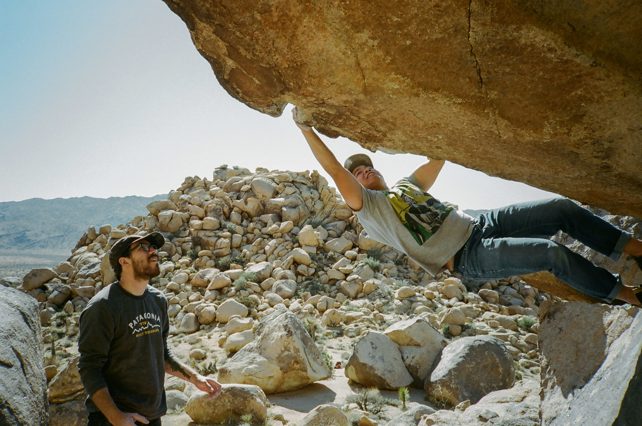 the Chocolate Roof v4 route in Joshua Tree