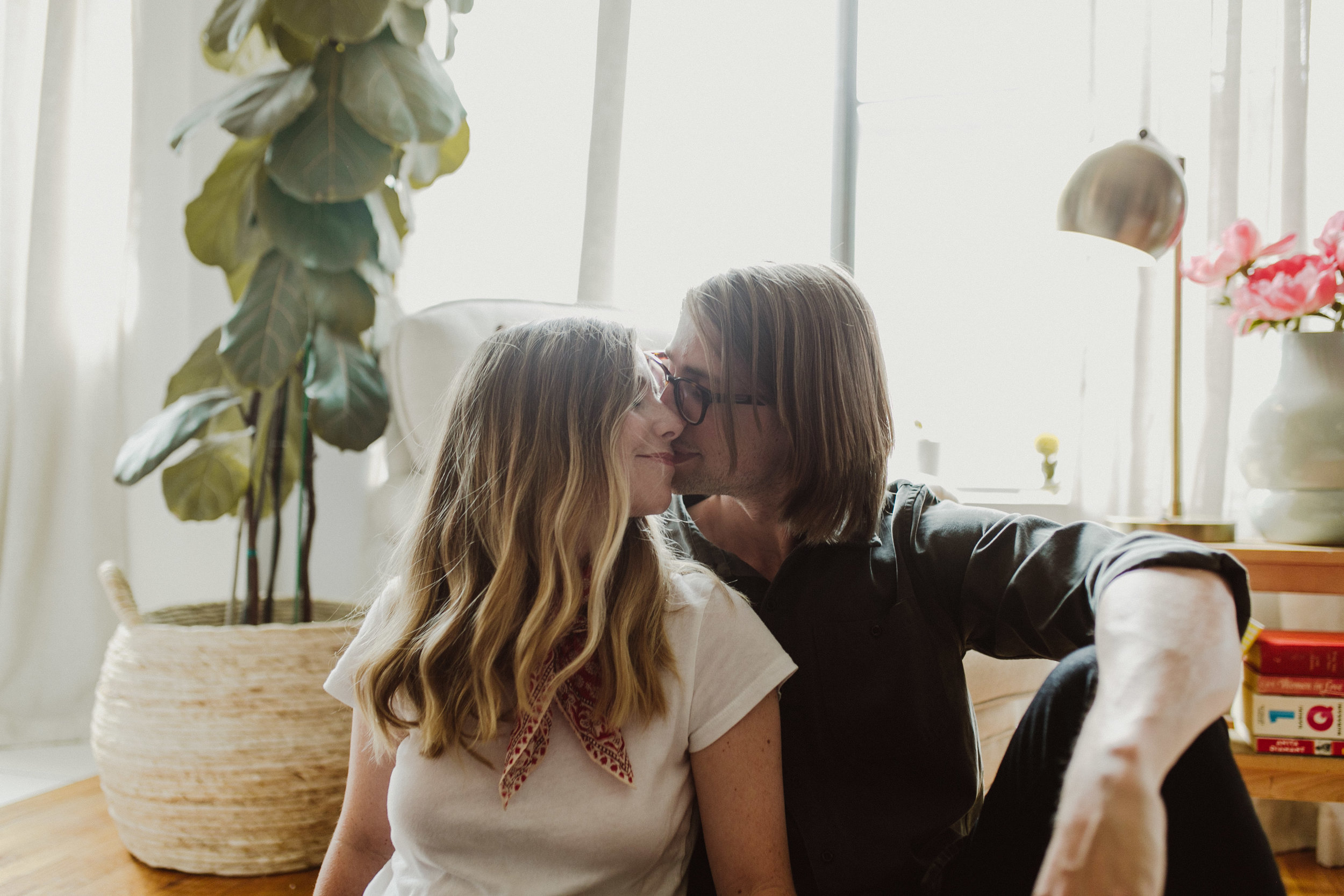 kissing engagement photos