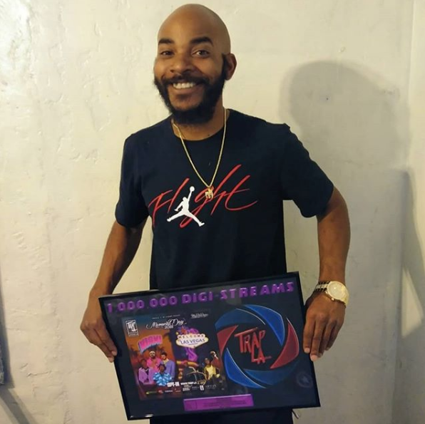 Indy Artist @DoggmanTG Displaying his Participation Plaque from our Memorial Day Weekend Digi-Mix!