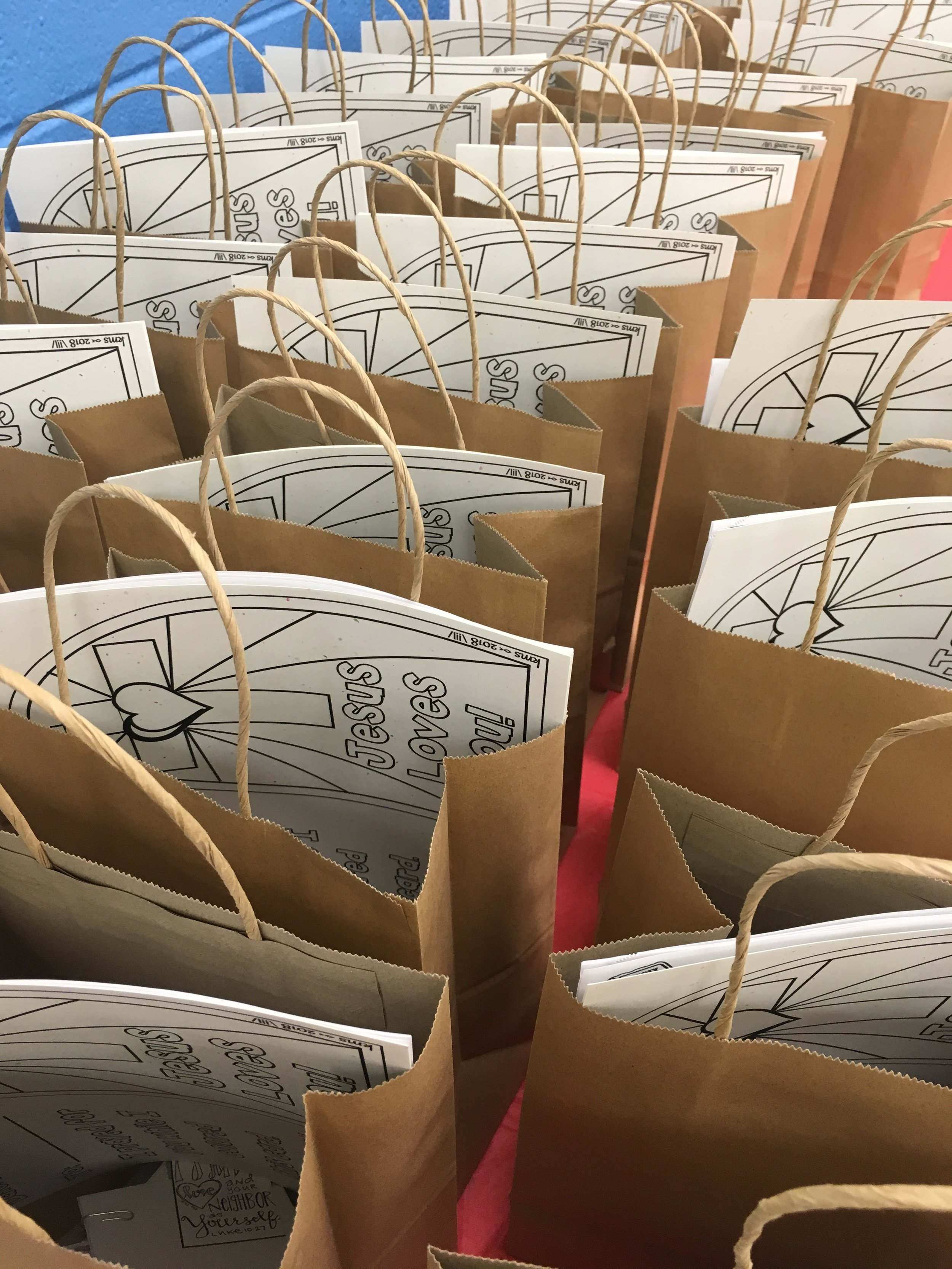 Author and Visual Faith coach, Chelsea Wojcik, spent the day in October 2018 at First Baptist Church of Springfield, Virginia. The time was spent encouraging and teaching a workshop for all ages. Participants were greeted with snacks and goodie bags as they found their tables.