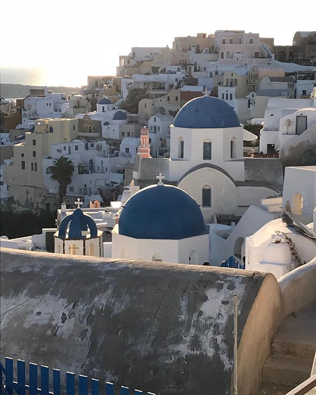 In location in Santorini ... absolutely stunning #windsongtravel#santorini#tempotours#ilovegreece#greece#greekislands#travelpics