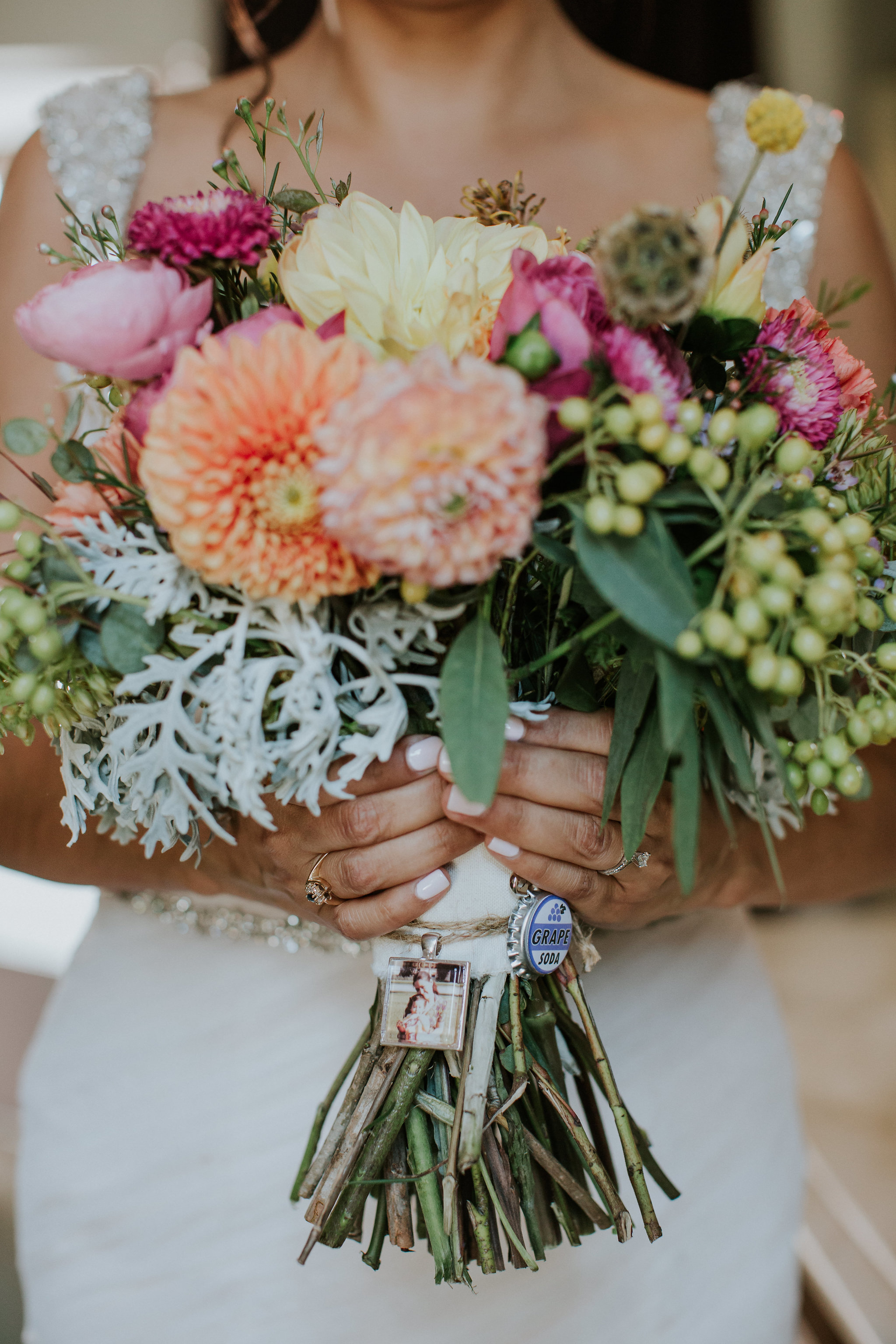 bright bouquet with momentos #lrqcforal #brightbouquet