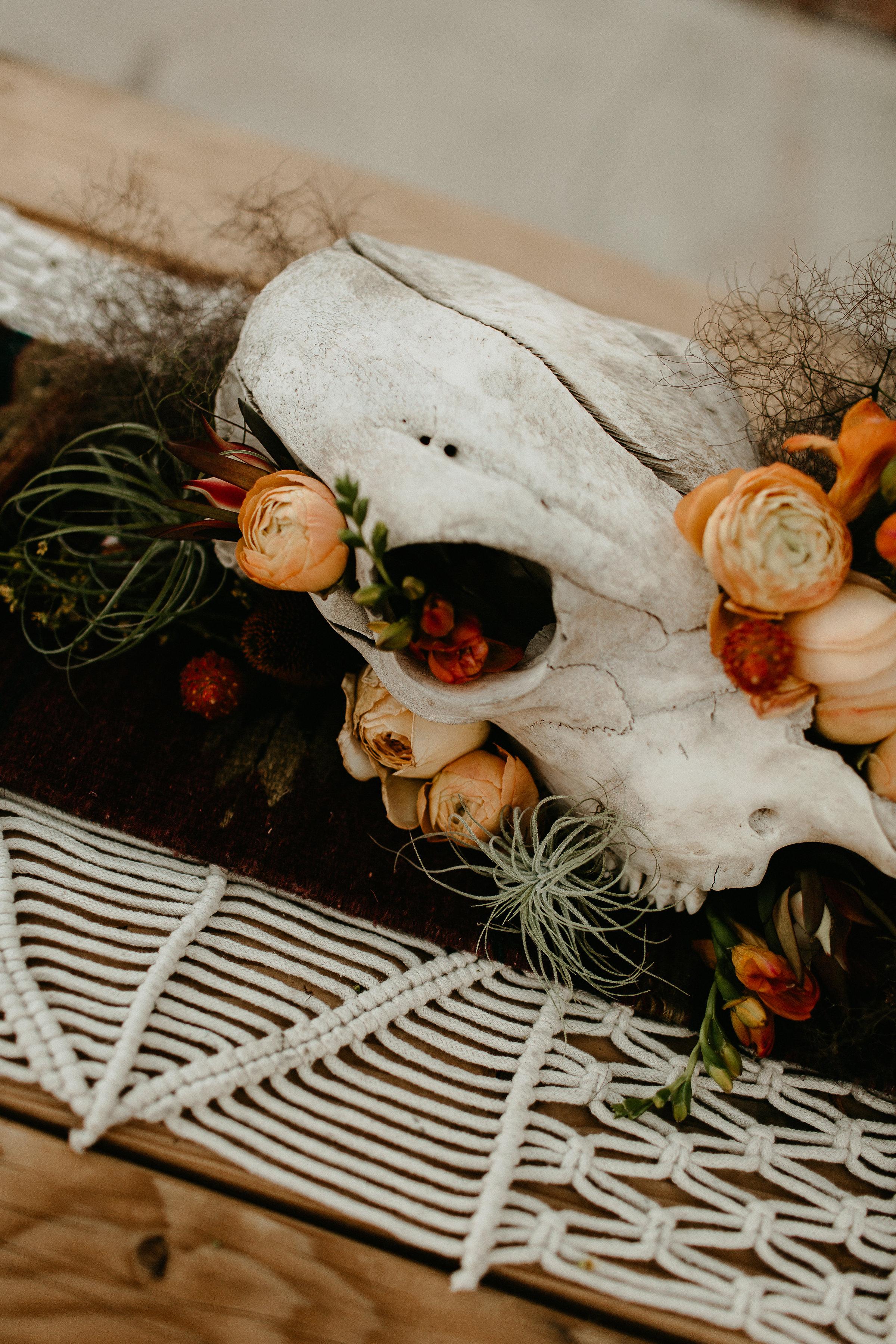 western wedding ideas with skull #lrqcfloral