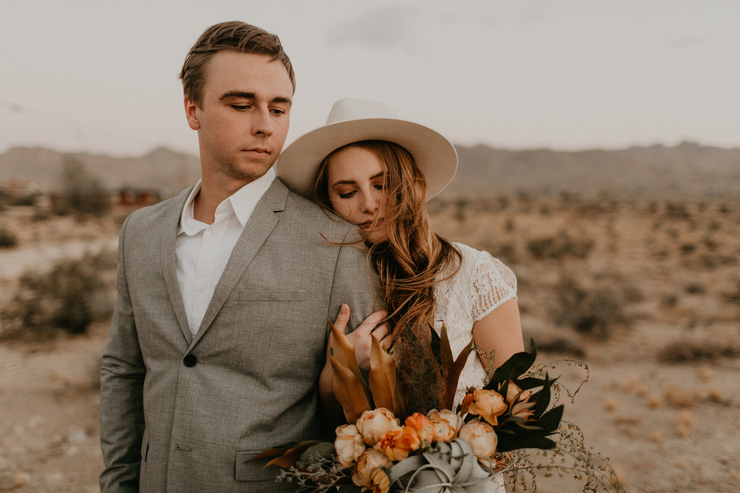fall inspired airplant bouquet for desert elopement in joshua tree #lrqcfloral #airplantbouquet