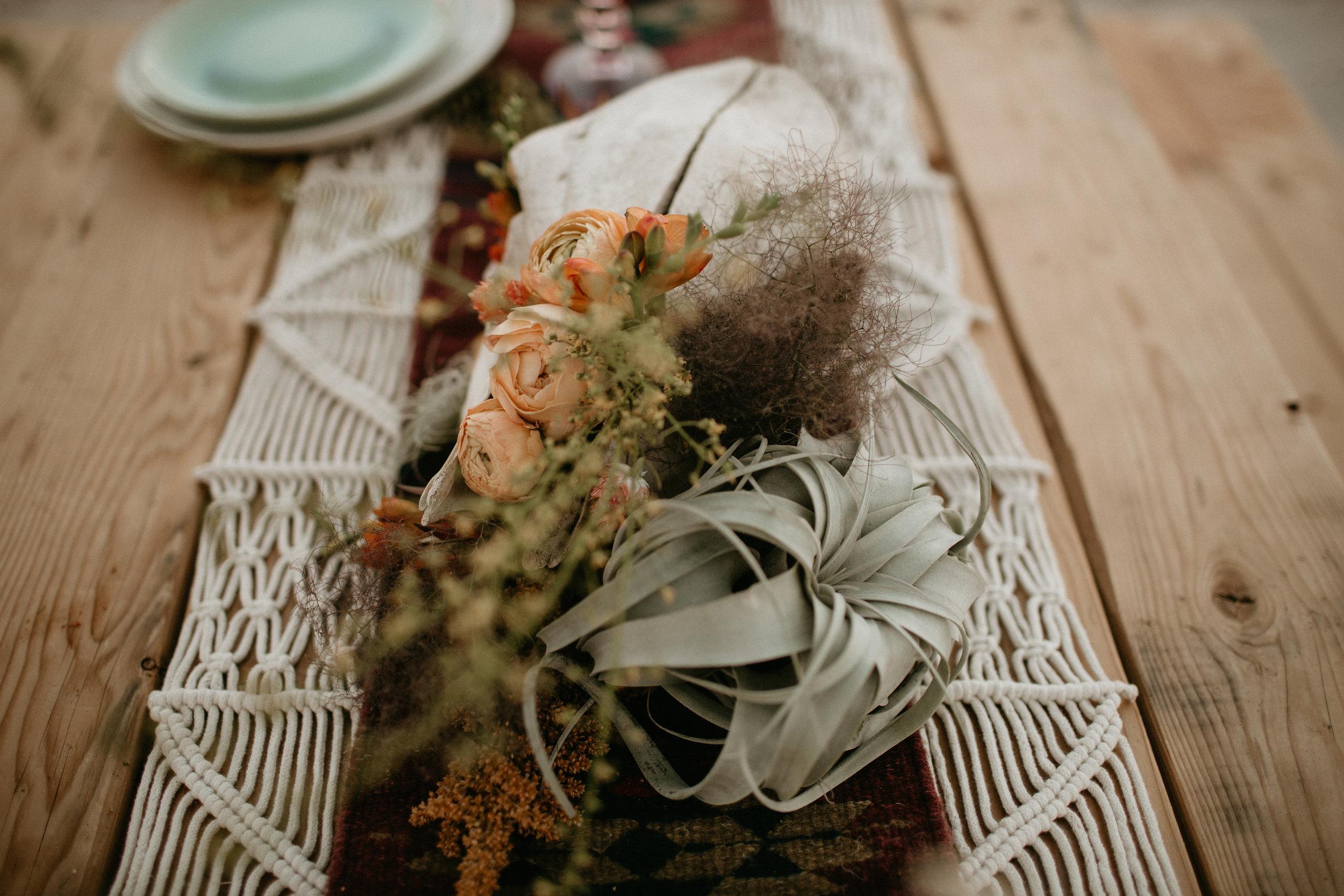 airplant centerpiece for desert wedding by Pasadena florist #lrqcfloral