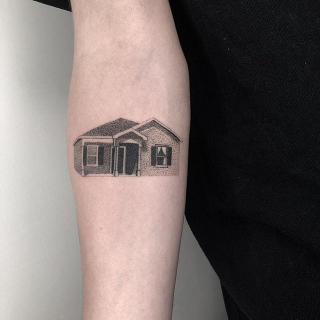 Another classic house, always wanna do more of these! . . . . . . . . . . . . #stickandpoke #machinefree #handpoked #dotwork #stickandpoketattoo #dotworktattoo #handpokedtattoo #machinefreetattooing #melbournetattoo #qttr #queertattooer #transartist #minimaltattoo #simpletattoo #tttism