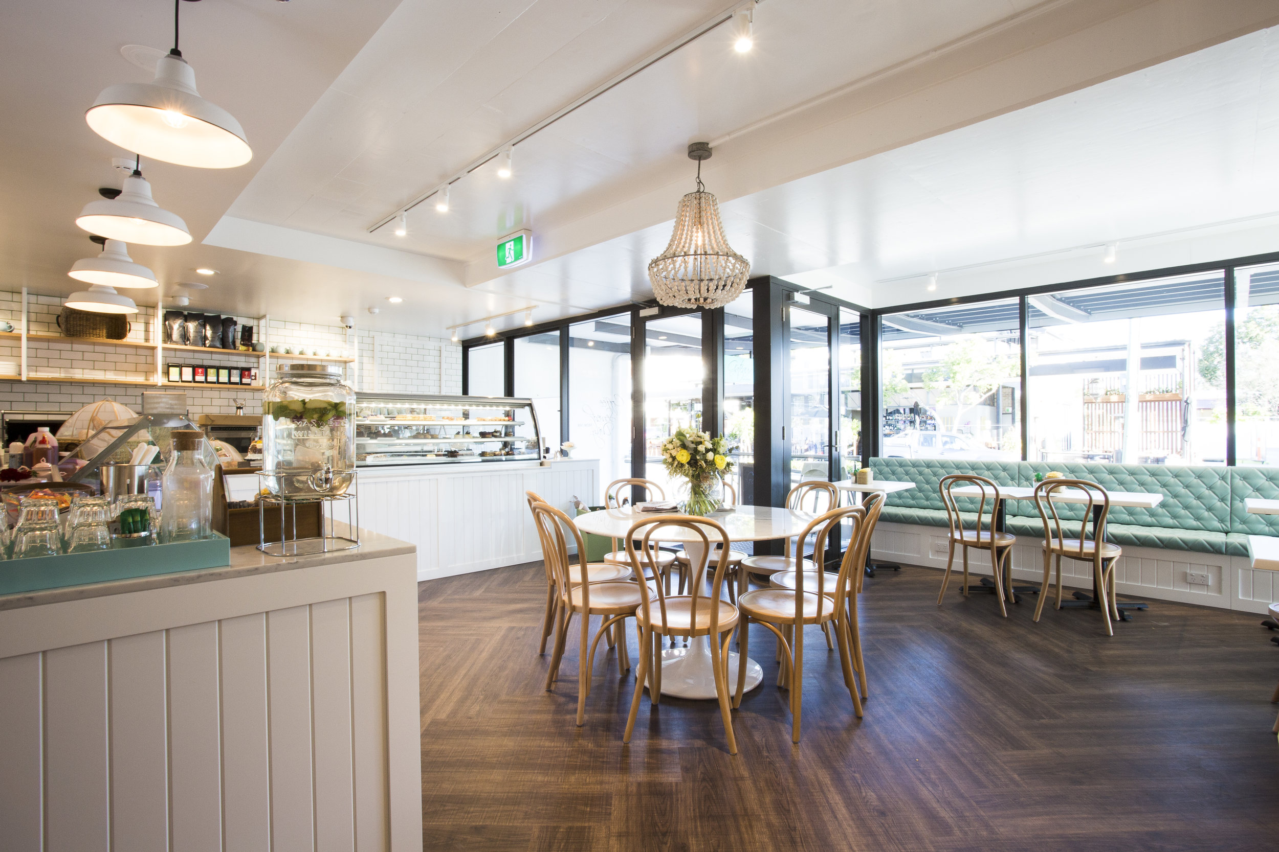 Gateaux Dining - Collectivus Interior Design