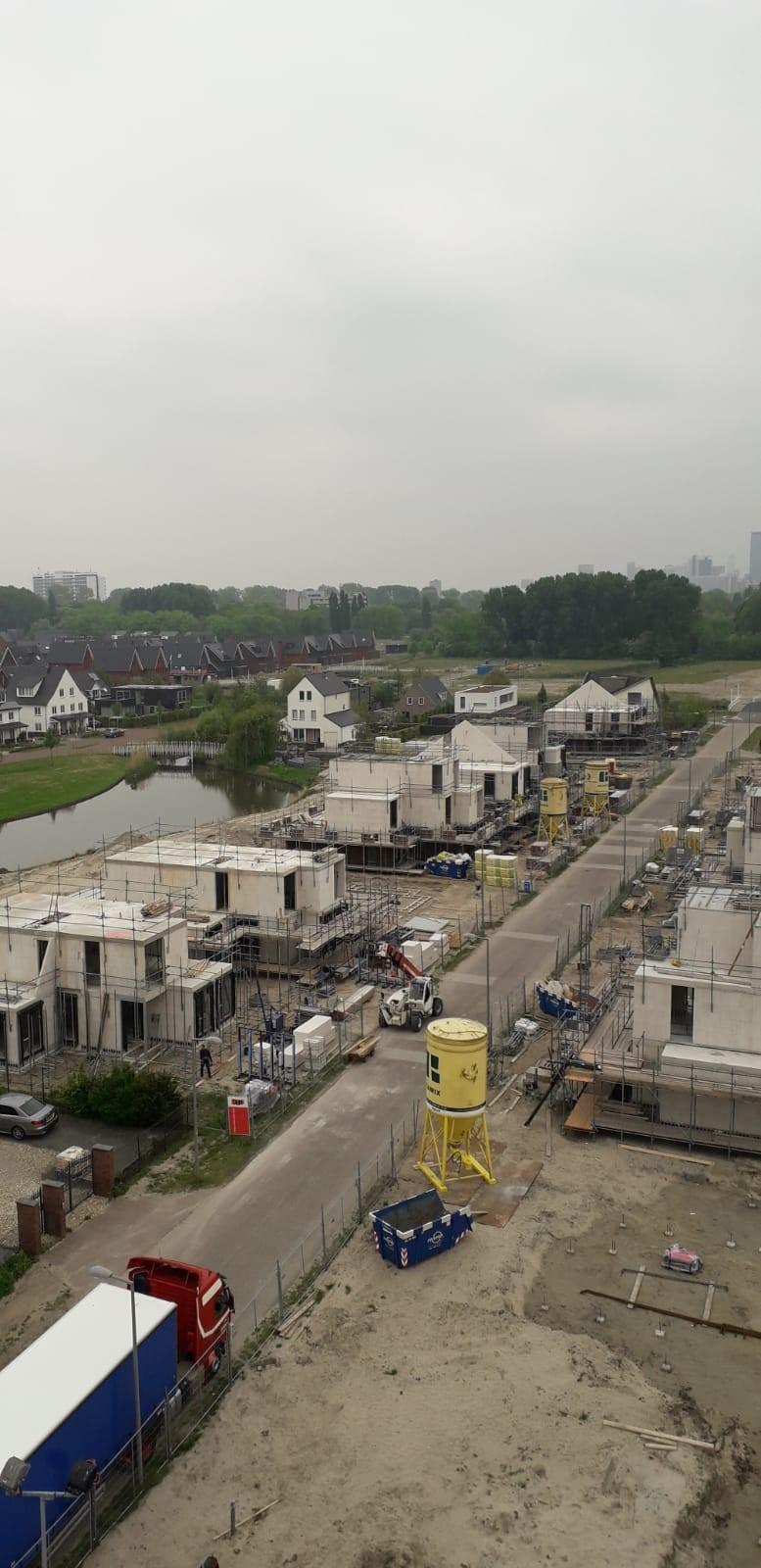 Overzicht bouwplaats vanuit bouwkraan