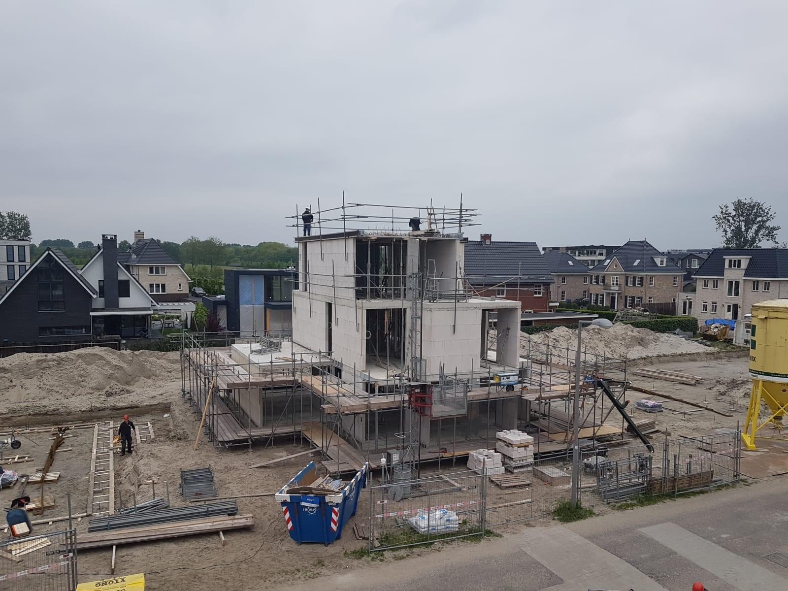 Bwnr. 5 (fase 1), kalkzandsteen binnenwanden gereed en werkzaamheden aan dakvloer