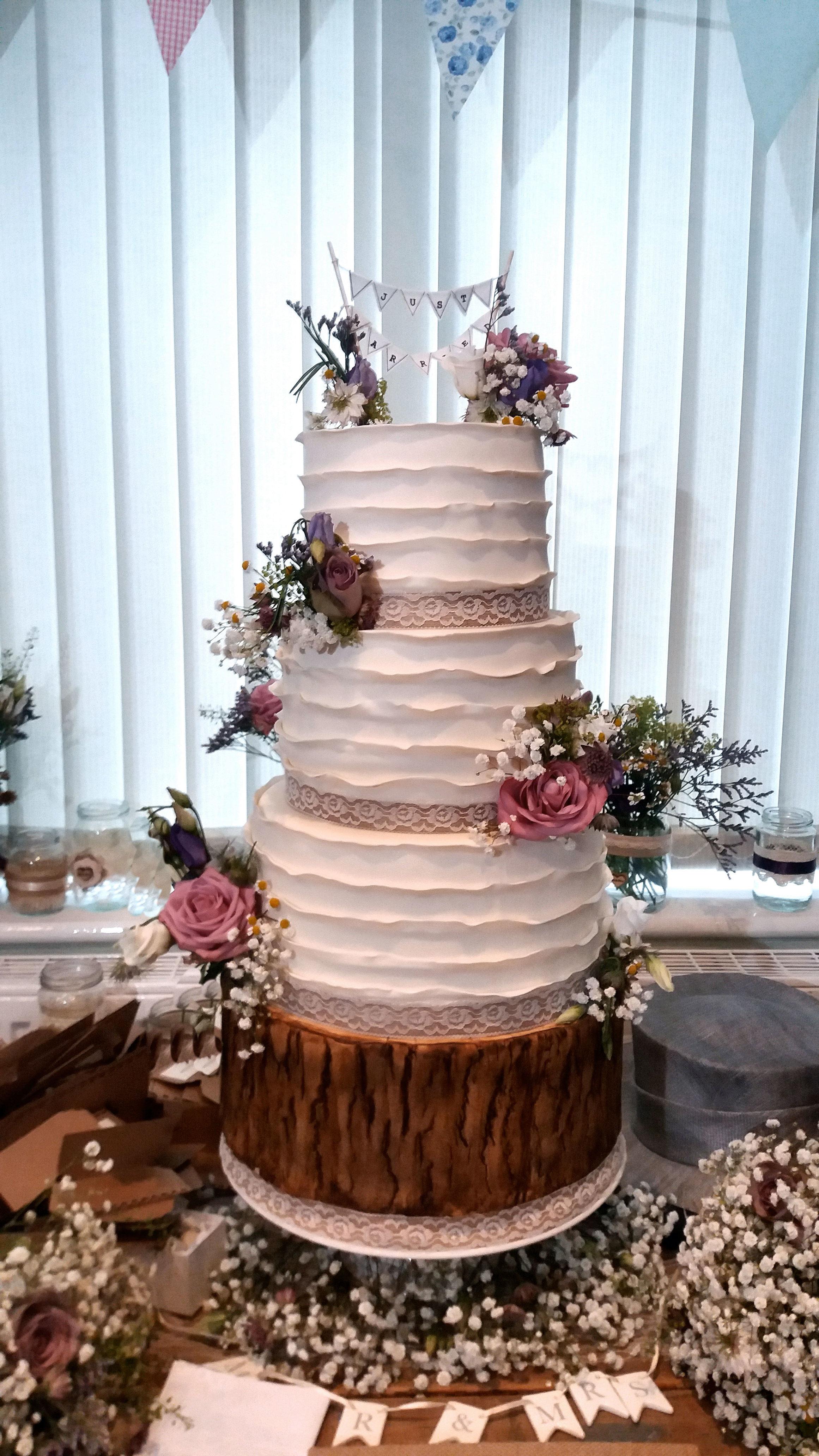 Vintage Wedding Cake 1.jpg