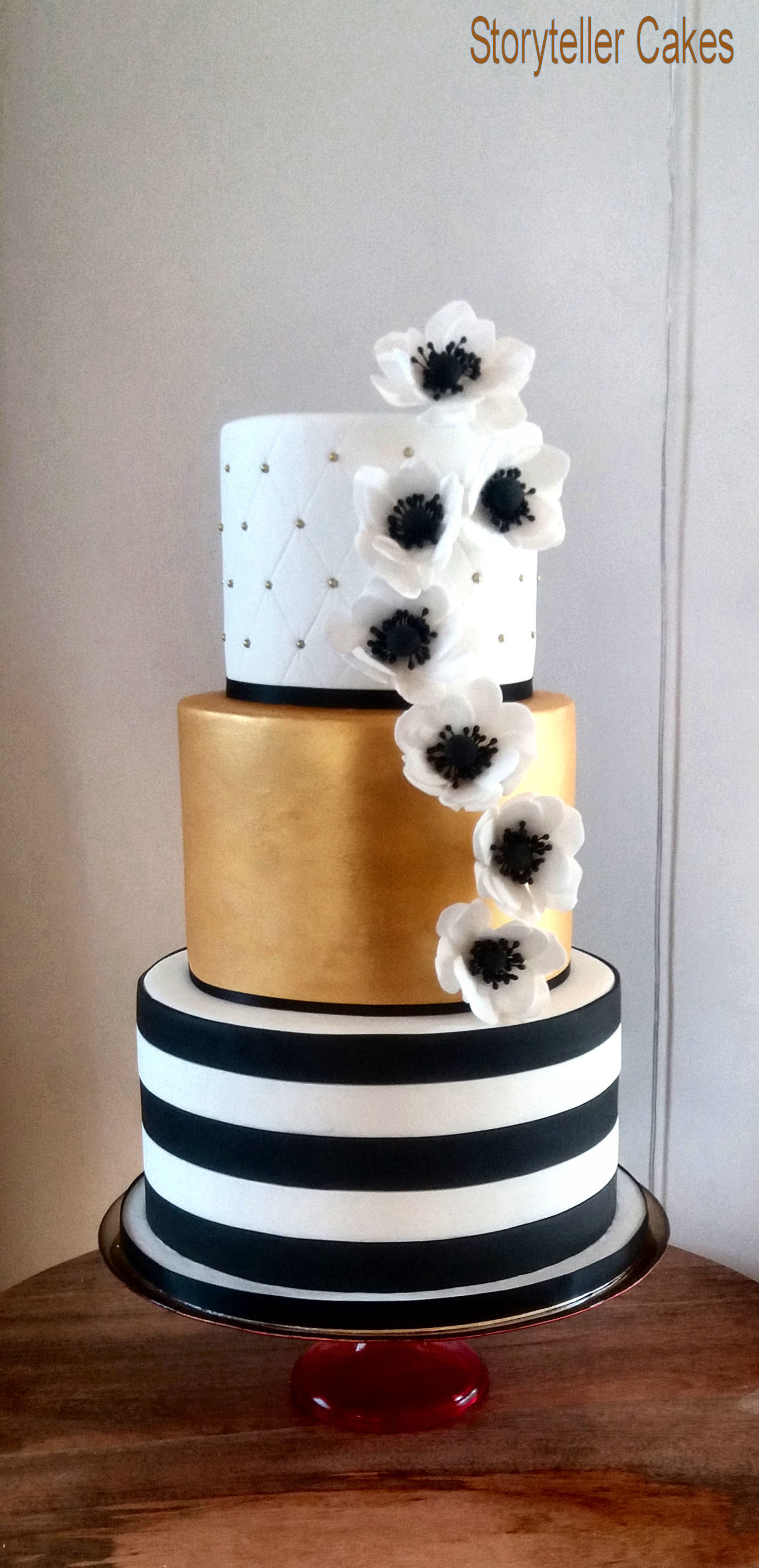 Black, Gold & White Wedding Cake.jpg