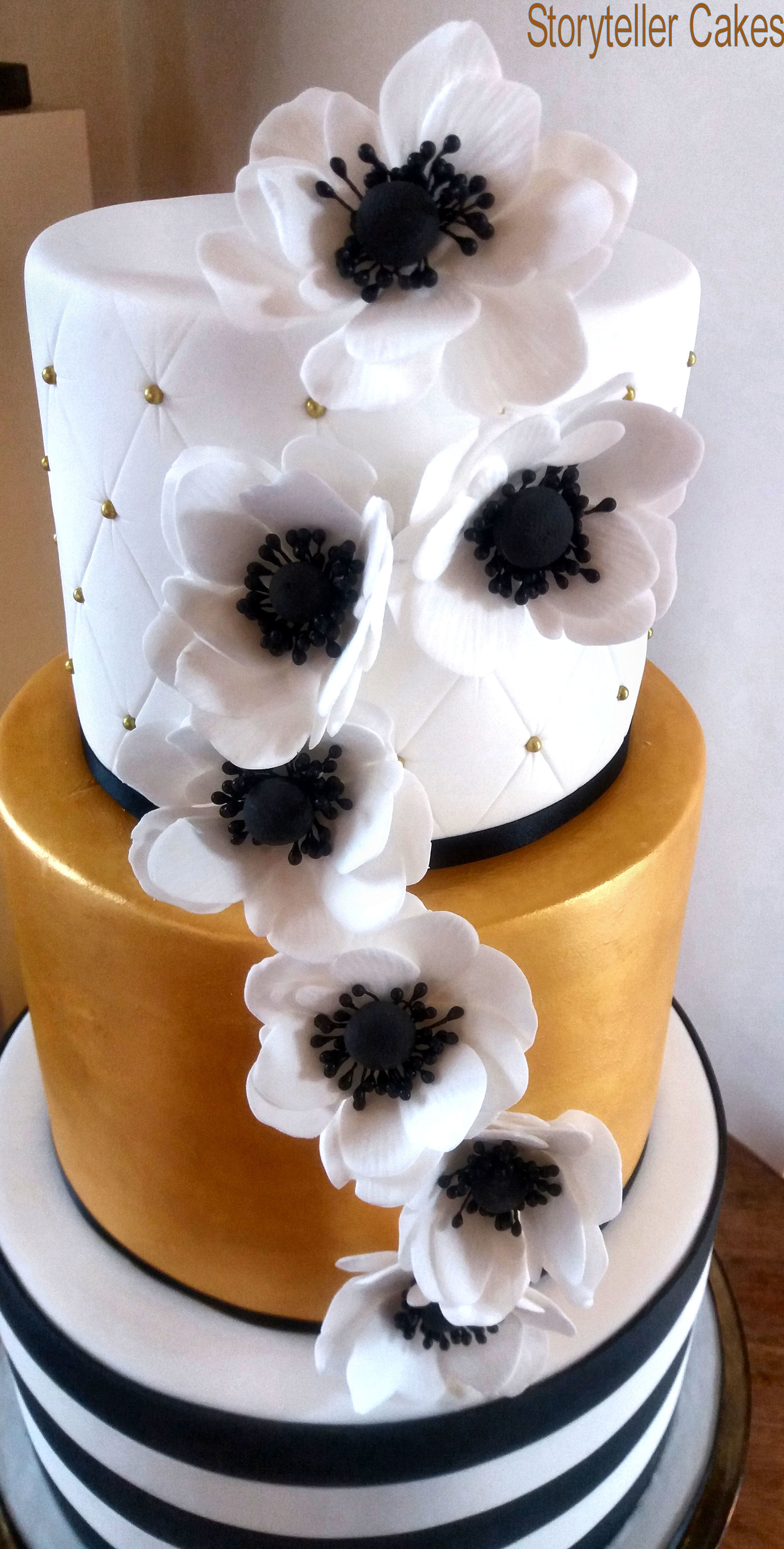 Black, Gold & White Wedding Cake2.jpg
