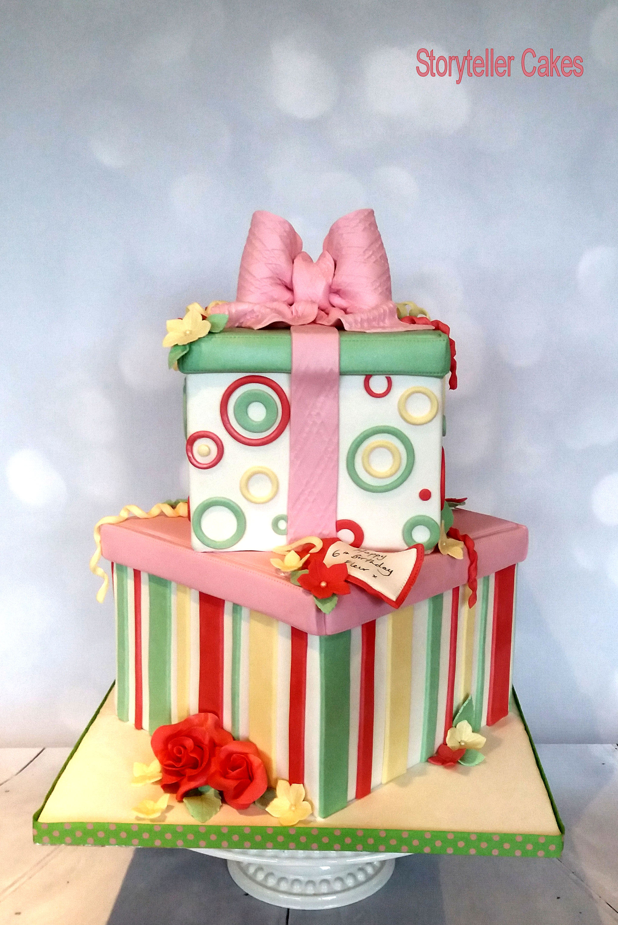Girls Present Box Cake 2.jpg