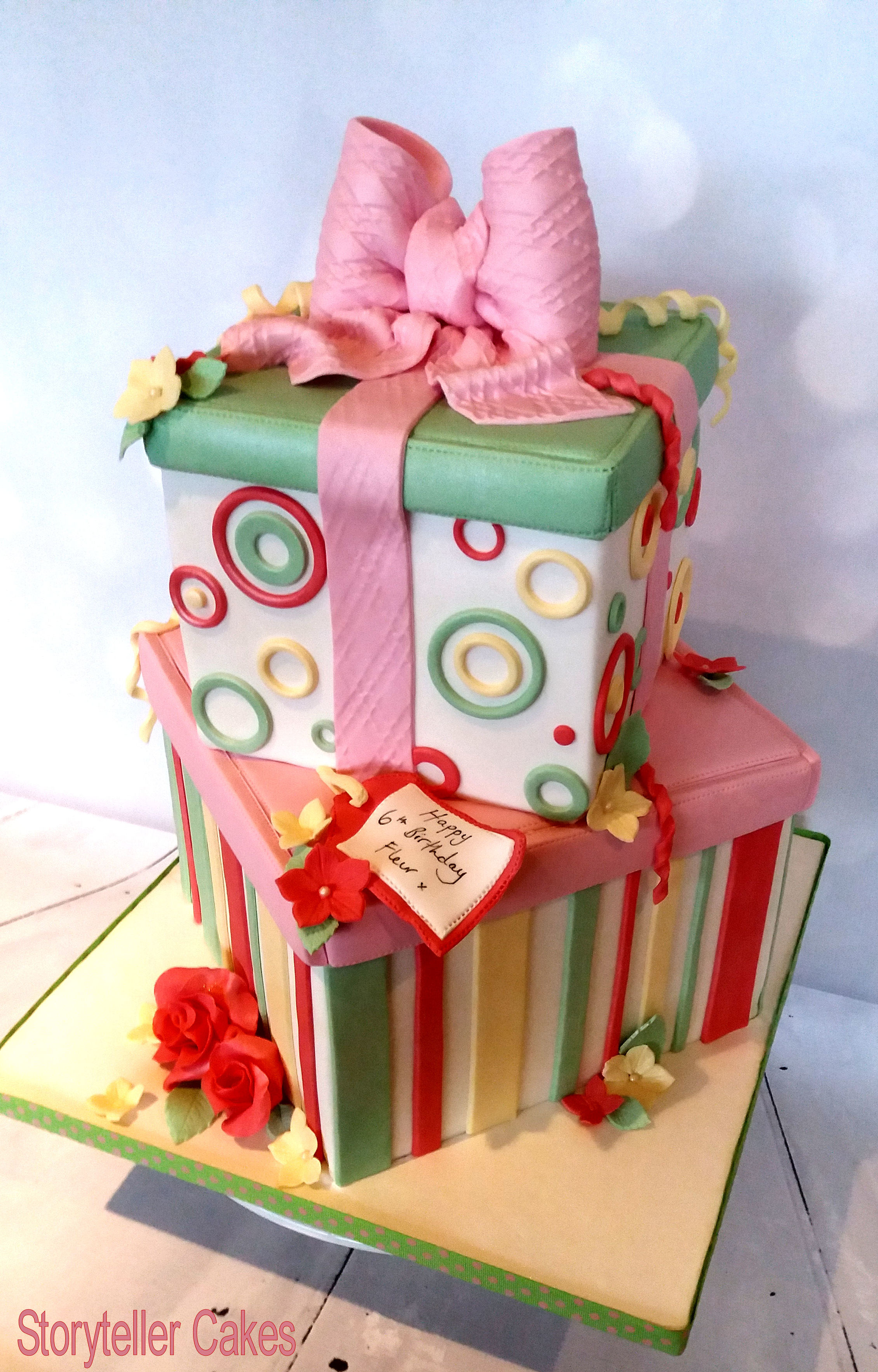Girls Present Box Cake 3.jpg
