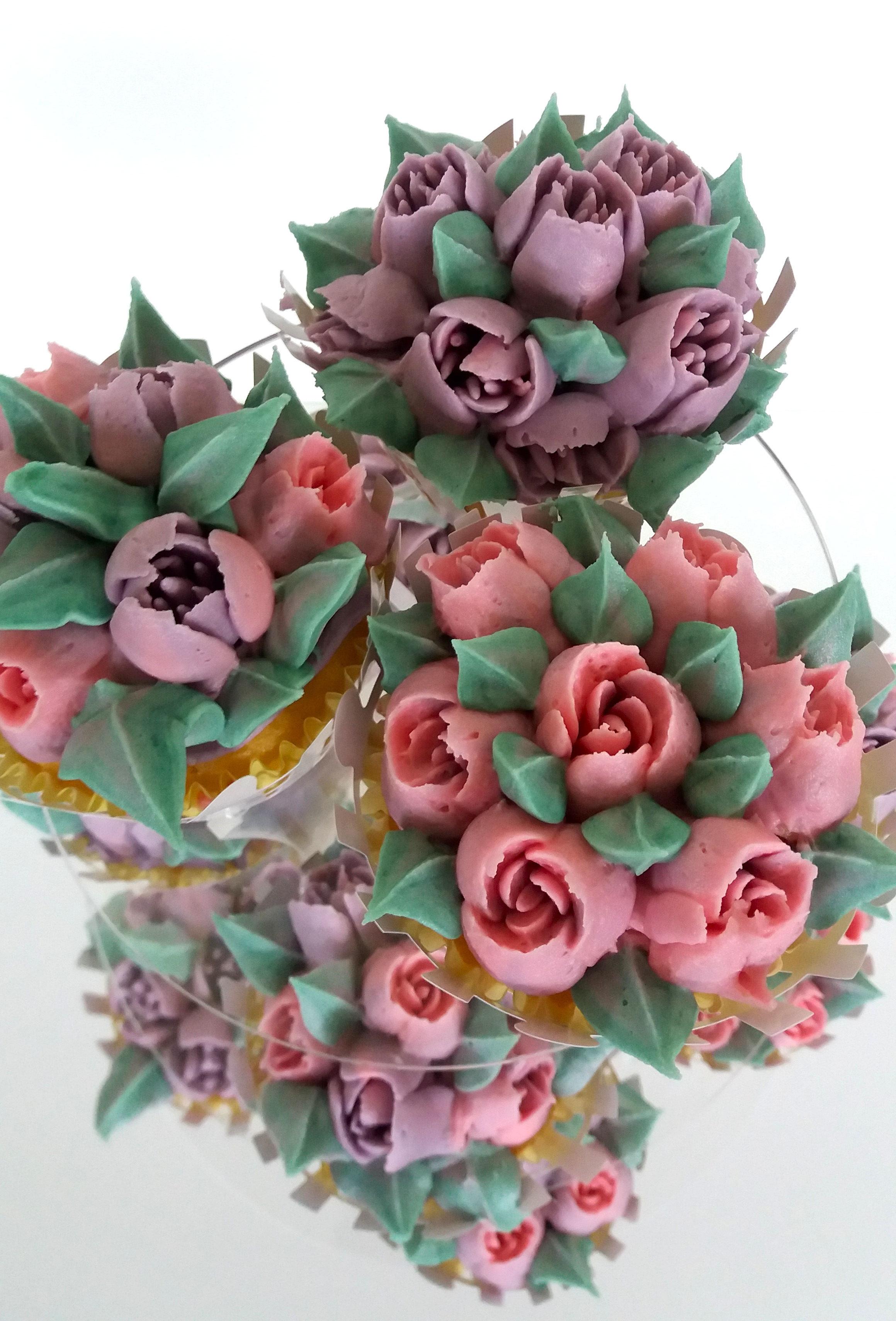 flower cupcakes2.jpg