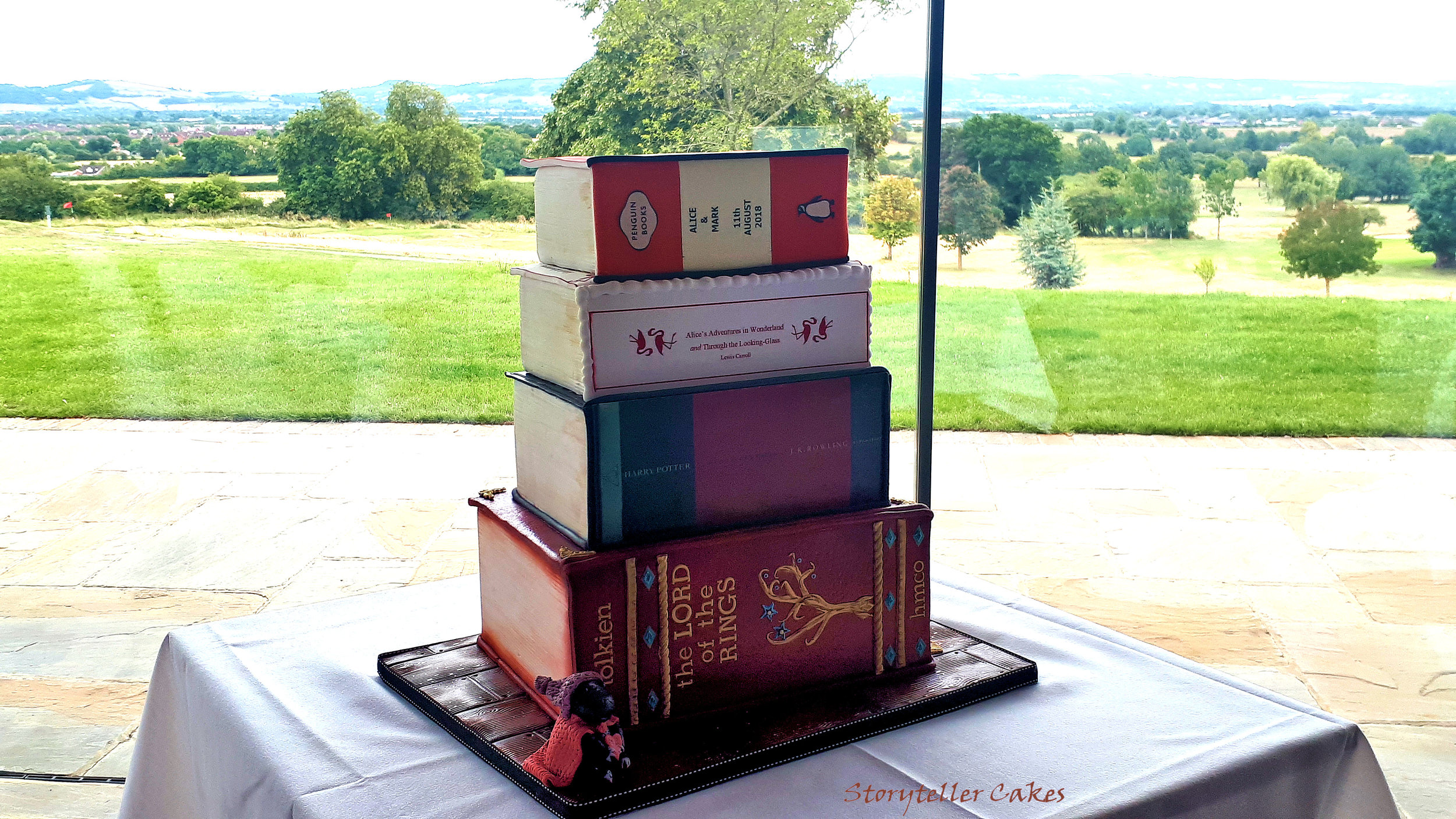 Book Wedding Cake 3.jpg