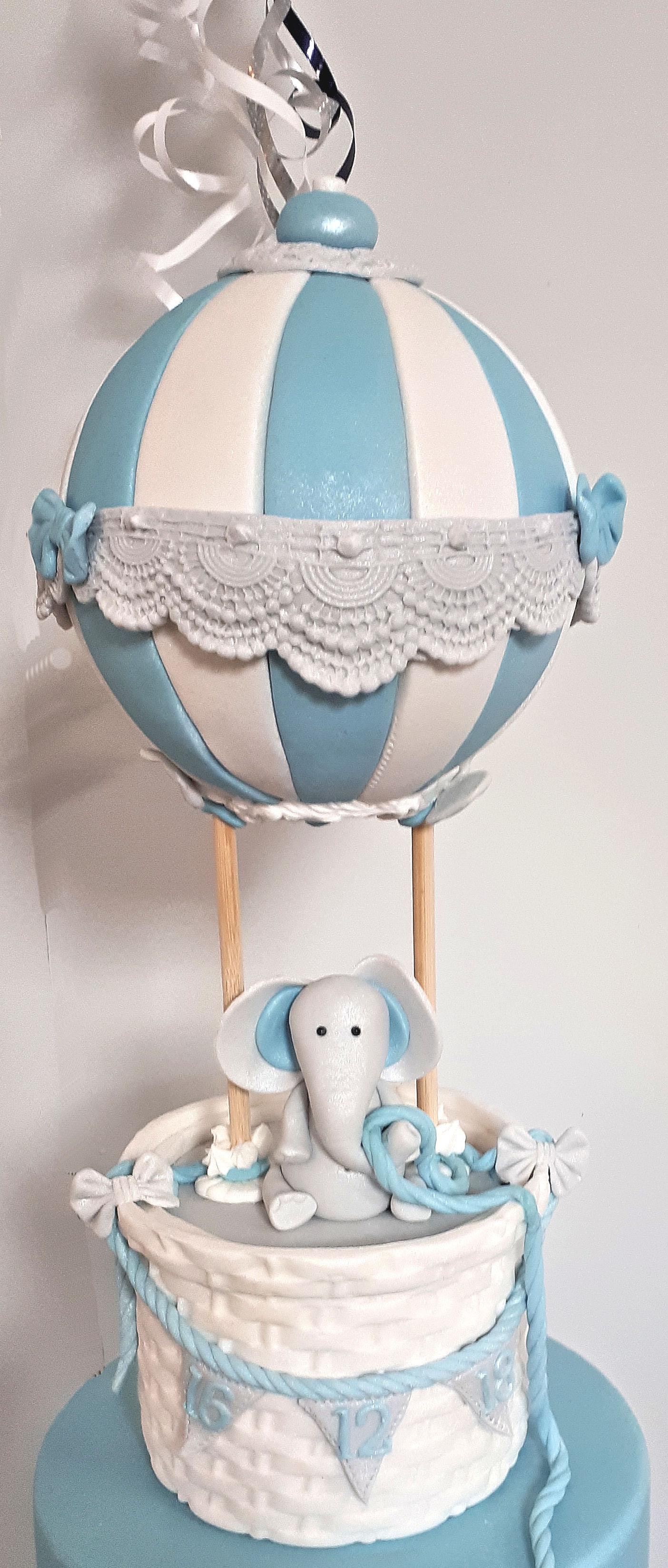 Air balloon Boys Christening cake 2.jpg