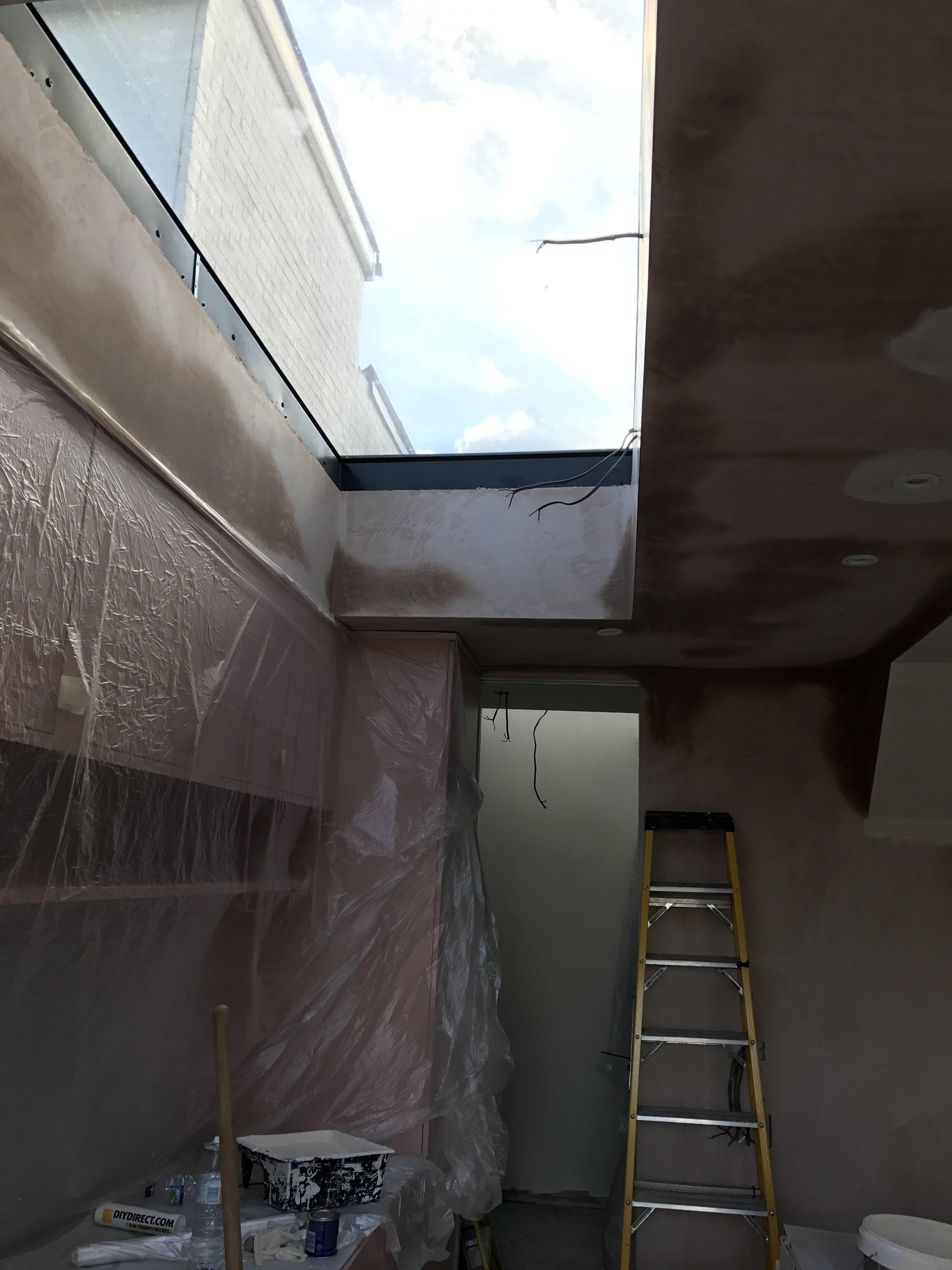 Hopping tHe plaster drys soon