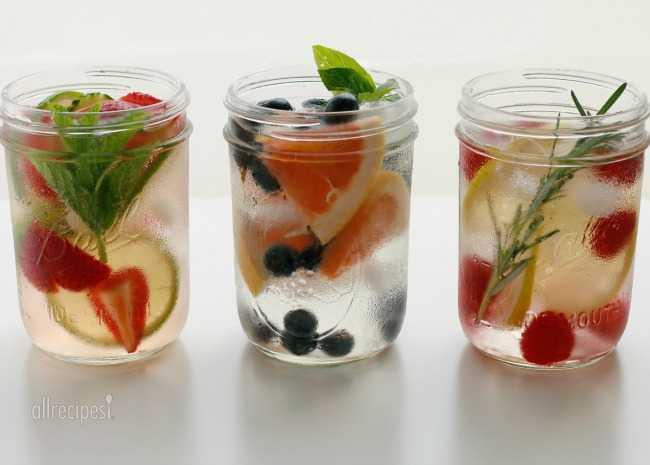 Infused-Water-in-Jars-Photo-by-Vanessa-Greaves-650x465-watermarked.jpg