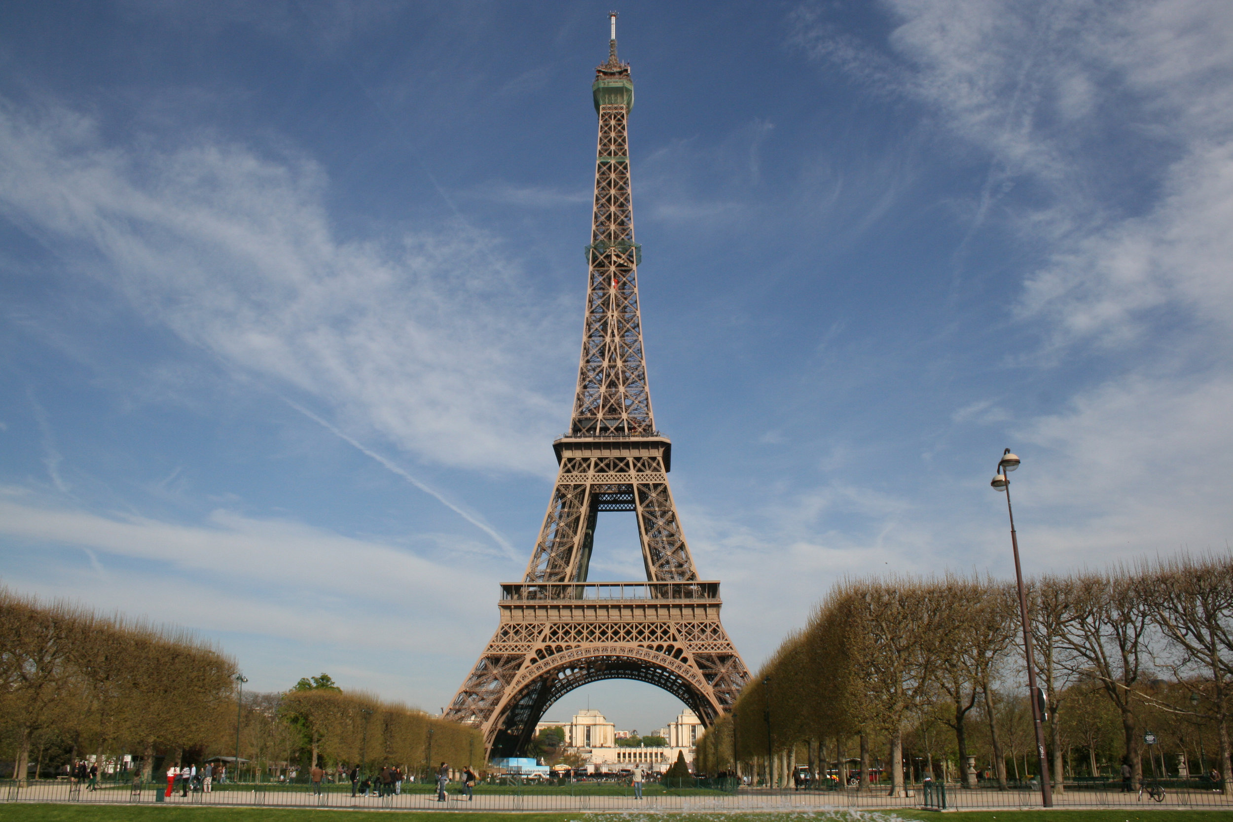 Eiffel_tower-Paris_wikicommons.jpg