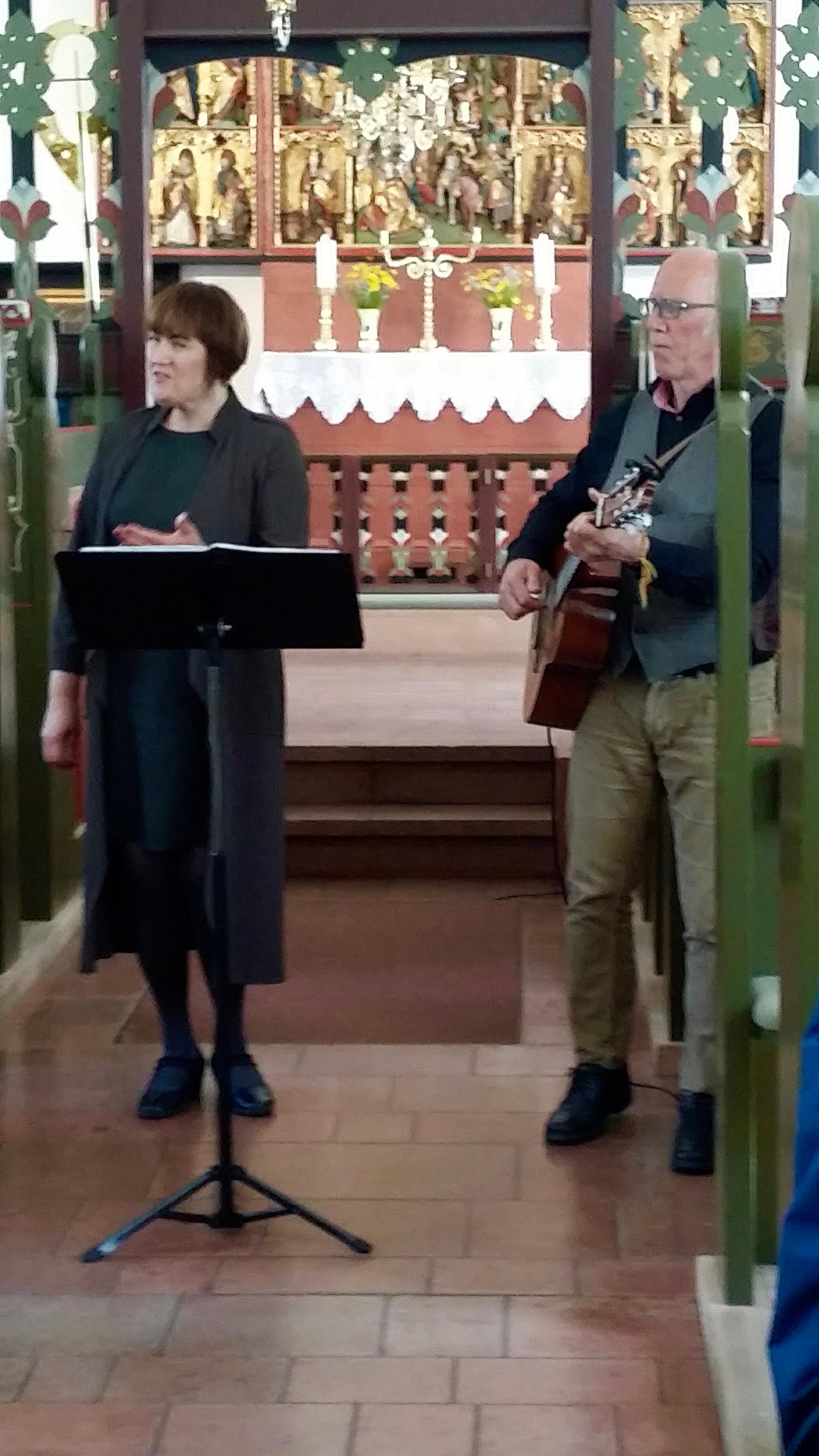 Kristjana Arngrímsdóttir and Kristján Hjartarson performing