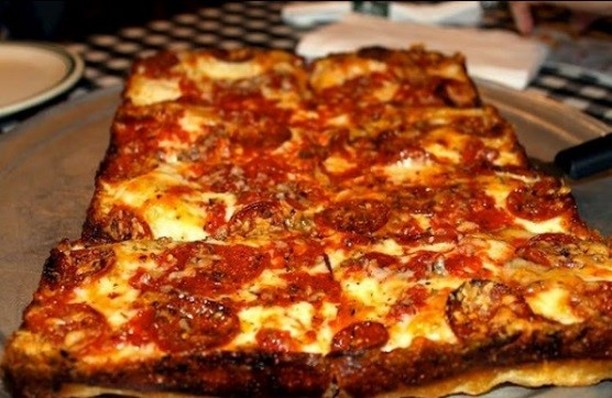 Who doesn't love Detroit style pizza? Thanks for sharing @puremichigan 🍕😃
