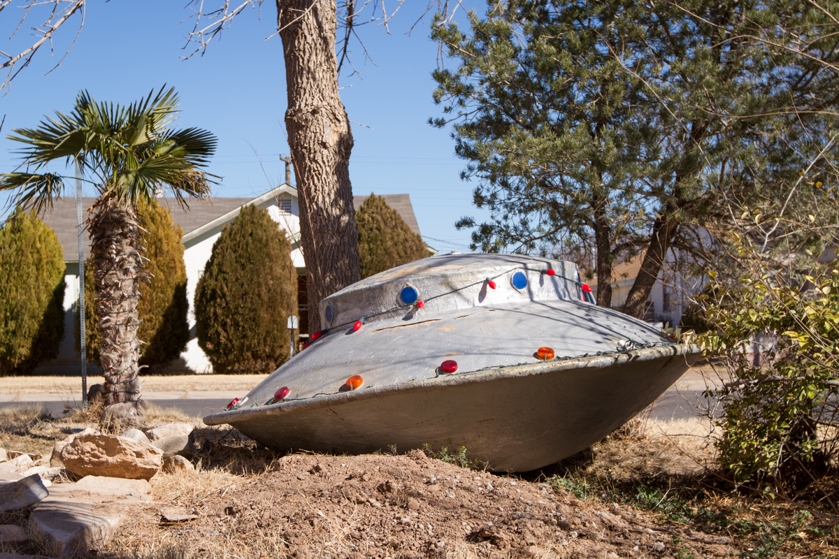 Flying Saucer Yard Art - Roswell, New Mexico - 2013