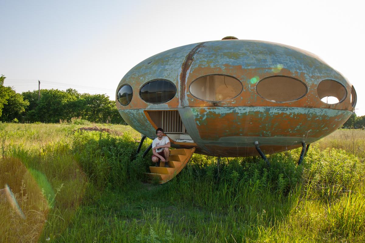 Abandoned Futuro House - Royse City, Texas - 2009