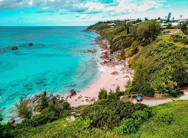 If you haven't visited Bermuda in October, you don't know what you're missing. Warm enough to swim without all the humidity of summer! • Find the best that Bermuda has to offer using our app: Current Vehicles - Bermuda in the iOS App Store now. . . . . . #movedbycurrent #bermuda #islandlife #twizy #renaulttwizy #renault #mybermuda #zeroemissions #electricvehicles #ev #ecotourism #beachlife #travel #microtourism